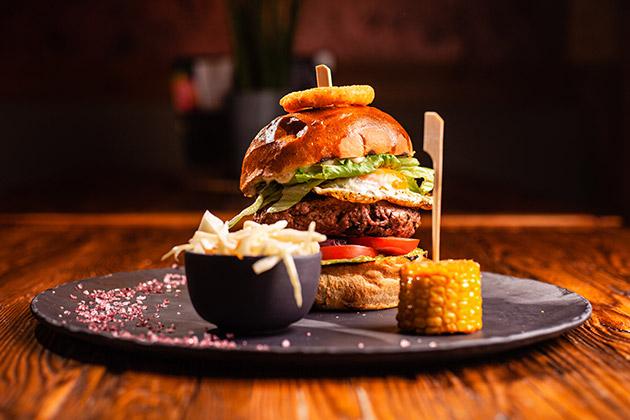 Nejlepší burger v Brně v Buffalo Steakhouse restauraci